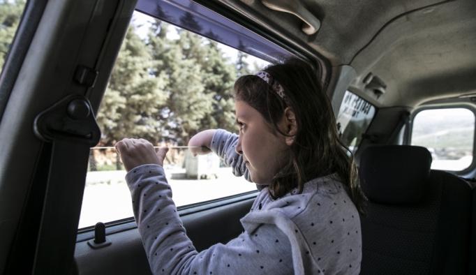 Suriyeli çocuğun yüzü protez kolla güldü