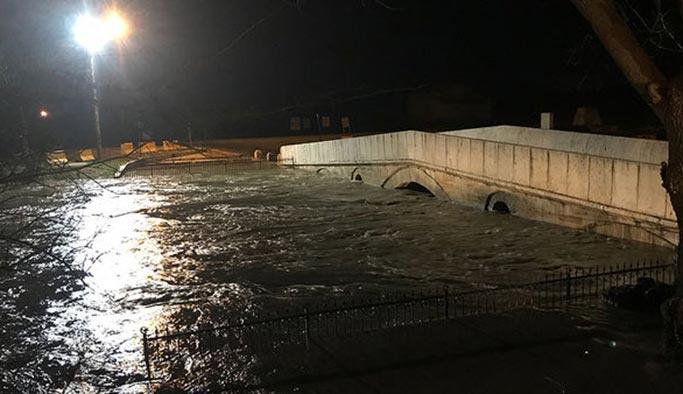 Tunca nehri taştı, Taş Köprü kapandı