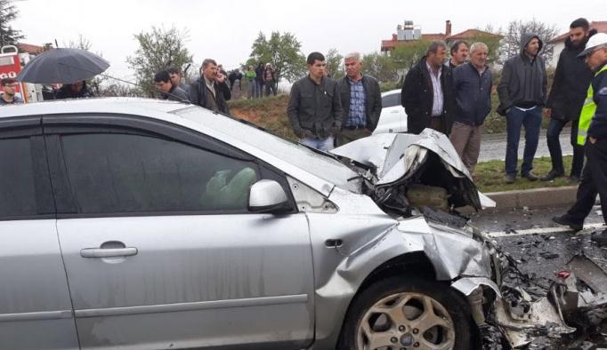 Uşak'ta zincirleme trafik kazası: 3 ölü, 3 yaralı