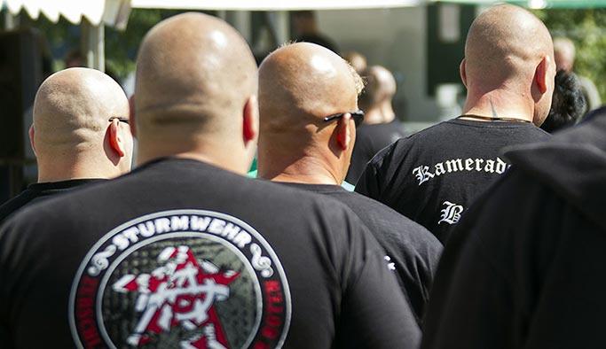 Alman ırkçılardan Türklere köpekli saldırı