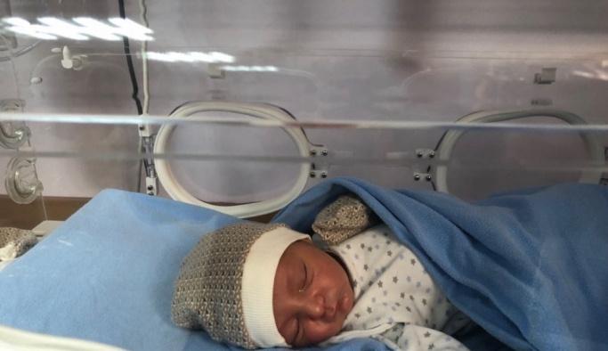 Antalya'da ağacın altına bırakılmış bebek bulundu