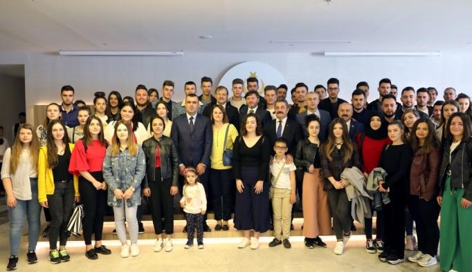 Çavuşoğlu Batı Trakyalı öğrencilerle buluştu