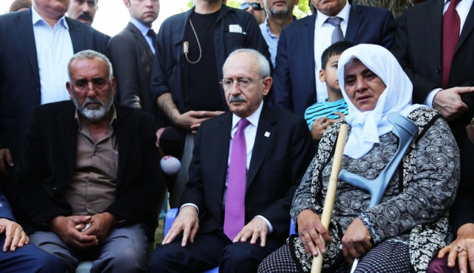 CHP Genel Başkanı Kılıçdaroğlu'ndan şehit ailelerine ziyaret