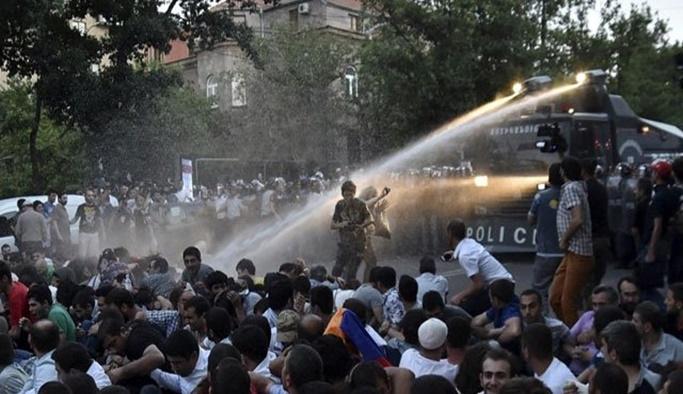 Ermenistan'da göstericilere sert müdahale