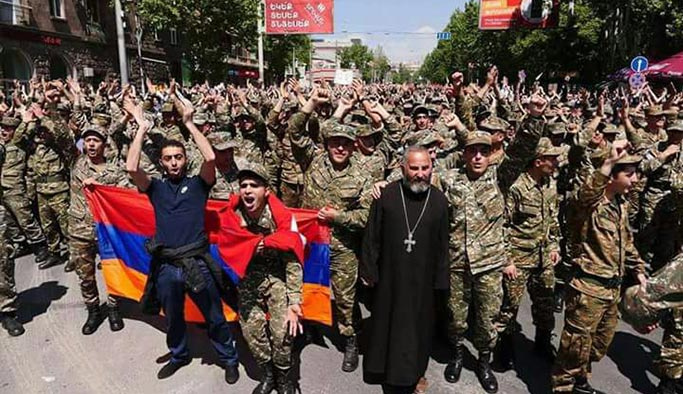 Ermenistan'da işin rengi değişiyor
