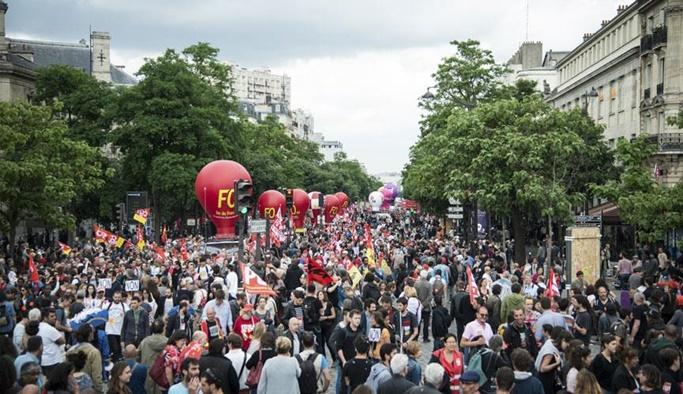 Fransa'daki grevler ekonomiyi etkiliyor