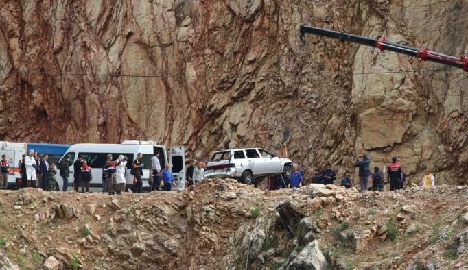 Göle devrilen otomobildeki baba ve çocuklarının cesetleri bulundu
