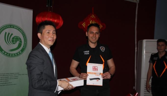 Havalimanı polisine Çince kursu