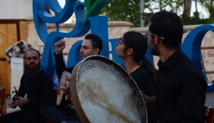 İranlı sanatçılardan Adıyaman'da