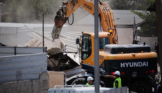 İsrail Filistinlilere ait okulu yıktı