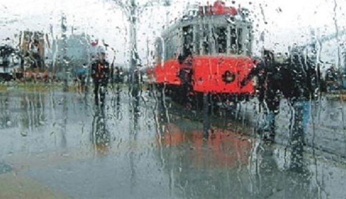 İstanbul'da sağanak yağış, sıcaklıklar düştü (hava durumu)