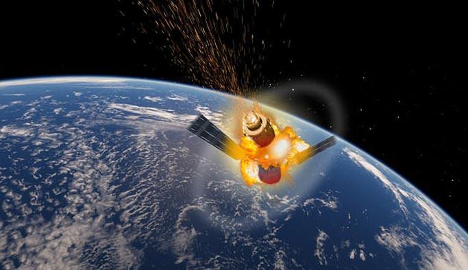 Kontrolden çıkan uzay istasyonu atmosfere girdi