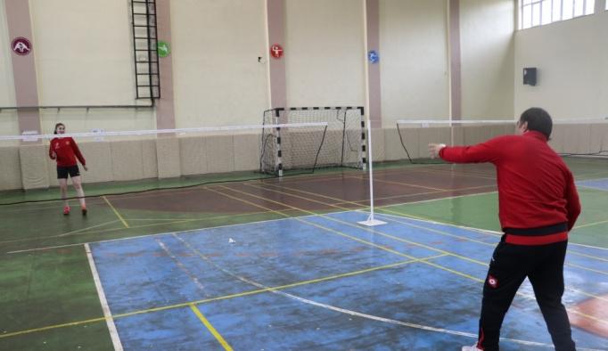 Milli badmintoncu Zehra Erdem'in gözü olimpiyatlarda