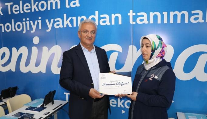 Türk Telekom'un kadınlara yönelik teknoloji seferberliği start aldı