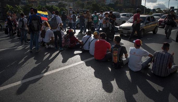 Venezuela'da kriz 12 bin öğrenciye okul bıraktırdı
