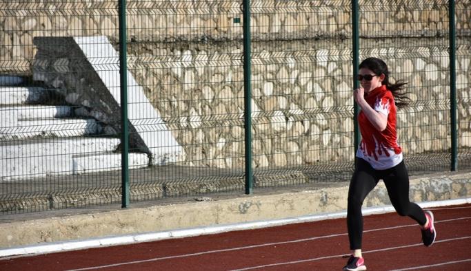 Görme engelli milli atlete klipli destek
