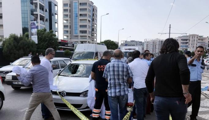 İzmir'de otomobilin çarptığı eski rektör öldü