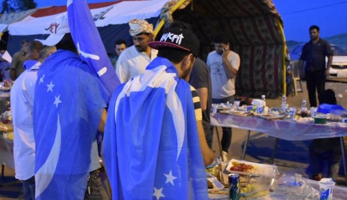 Kerkük'te Türkmenler ilk iftarlarını gösteri alanında açtı