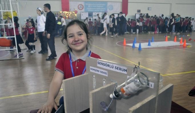 Kırgızistan'da Türk öğrencilerin projeleri bilim fuarında sergilendi