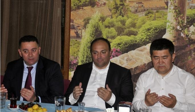 Kırgızistan'da Türkiye mezunları iftarda buluştu