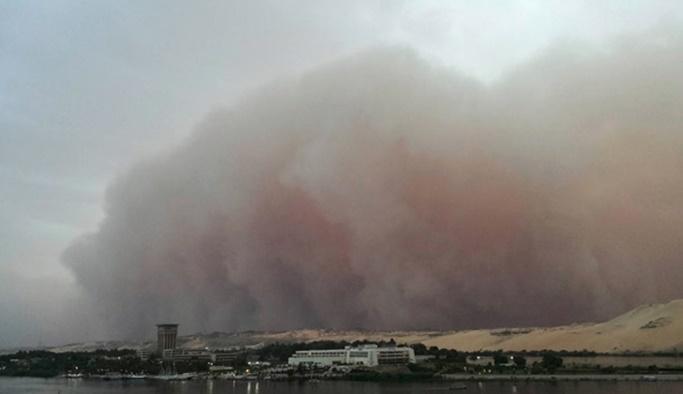Kum fırtınası felaketi: 77 ölü, 143 yaralı