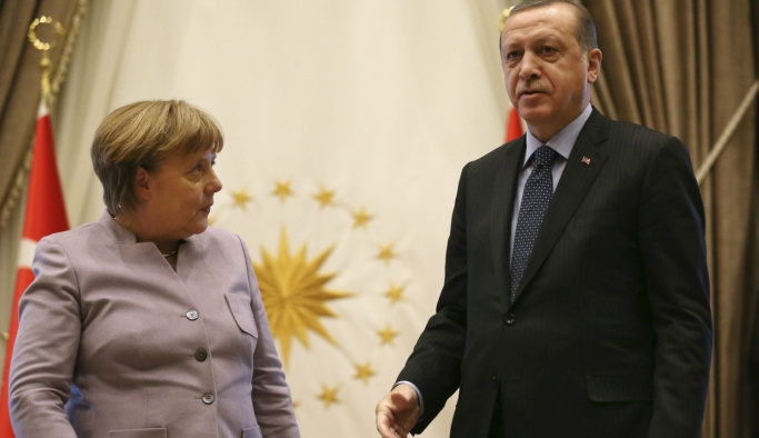 Merkel Erdoğan'ı Almanya'ya davet etti
