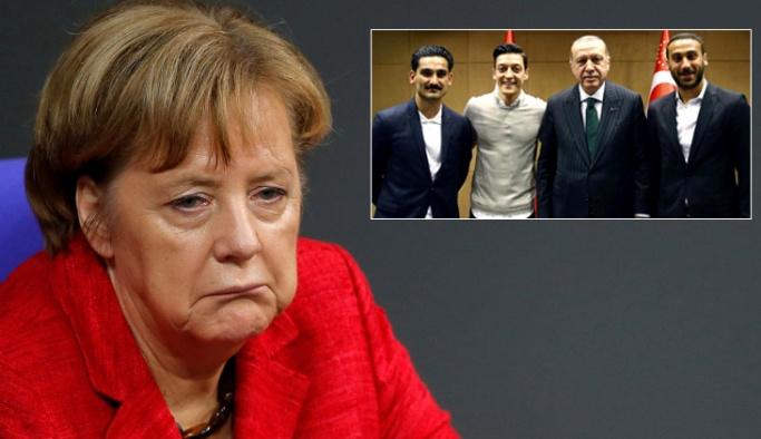 Merkel, Mesut Özil ve İlkay Gündoğan'ı hedef aldı