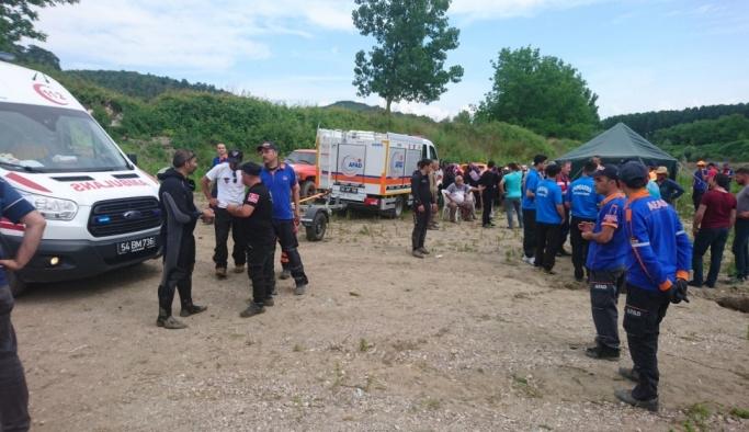 Sakarya Nehri'ne düşen 2 kişinin kaybolması