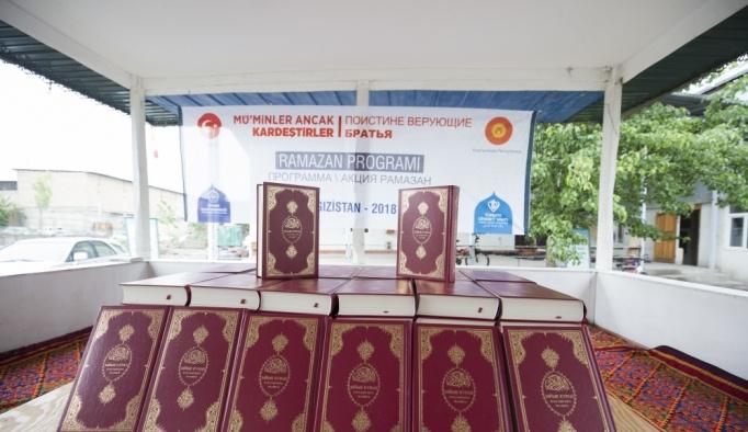 TDV Kırgızistan'da Kur'an-ı Kerim dağıttı