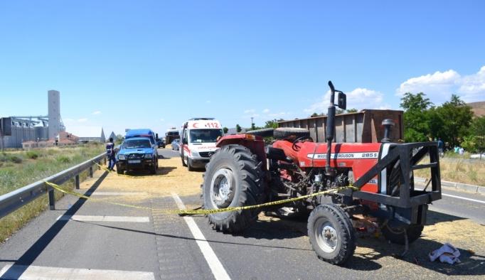 Aksaray'da traktör tıra çarptı: 1 ölü, 1 yaralı