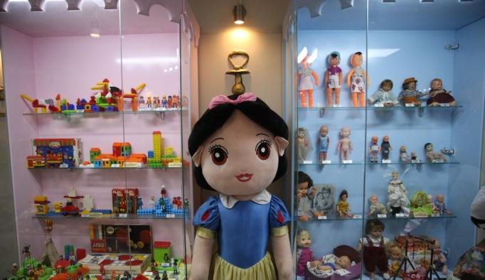 Bakan Fakıbaba, oyuncak müzesinde çocuklarla buluştu