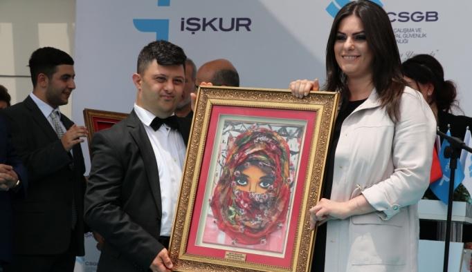 Bakan Sarıeroğlu, Adana'da İş Kulübü'nü açtı