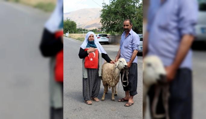 Bayram ikramiyesiyle aldığı kurbanı Erdoğan kazanınca kesti