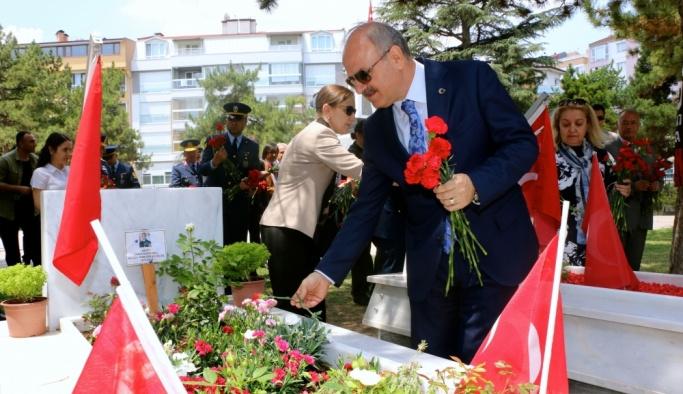 Eskişehir'de bayram arifesinde şehitlik ziyareti