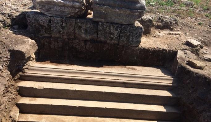 İlk kadın belediye başkanının anıt mezarı Perge'de