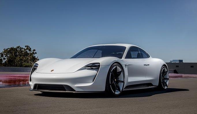 Porsche 'Taycan' adını verdiği aracını tanıttı