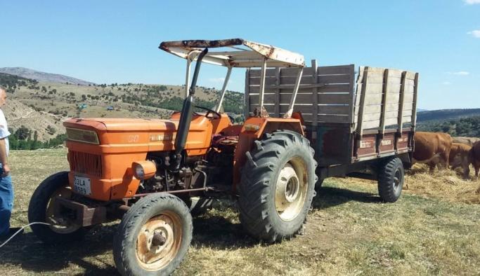 Afyonkarahisar'da traktör römorkundan düşen kadın öldü