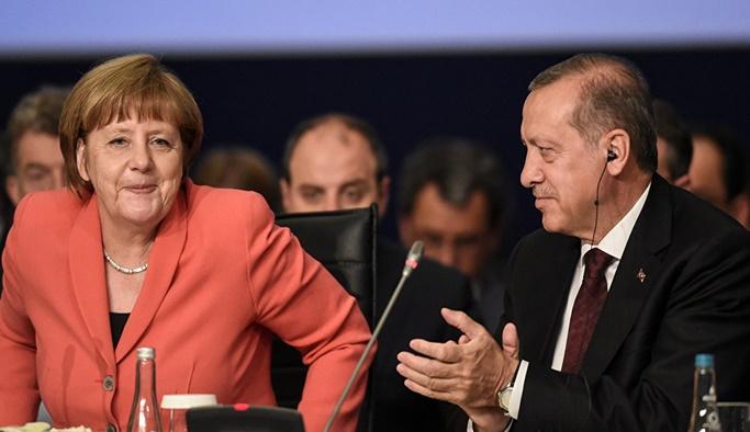 Angela Merkel'den Türkiye'ye övgü dolu sözler
