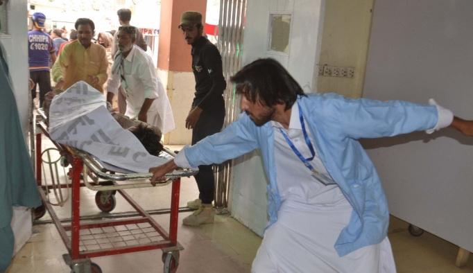 GÜNCELLEME 2 - Pakistan'da iki mitingde bombalı saldırı: 132 ölü