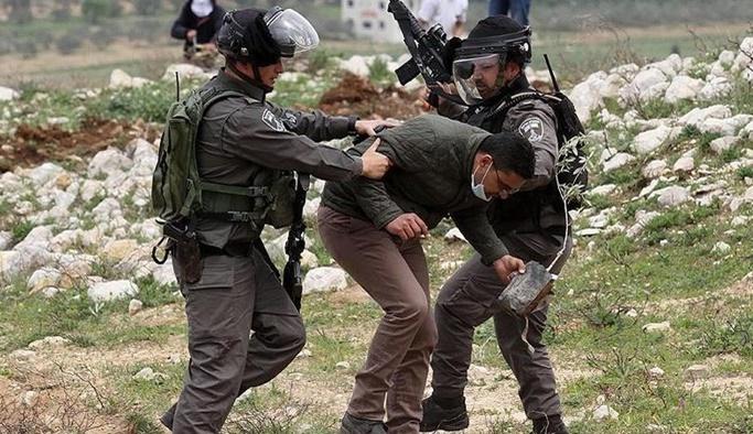 İsrail askerleri 15 Filistinliye gözaltına aldı