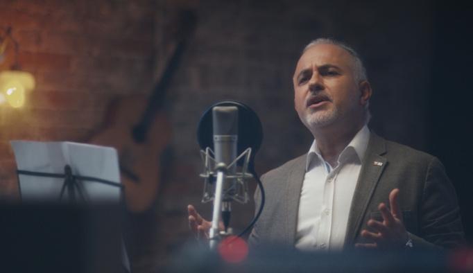Kızılay'dan şehit Serhat Önder'e türkü