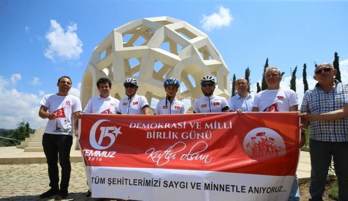 Makedon bisikletçiler, 15 Temmuz Şehitler Makamı'nı ziyaret etti
