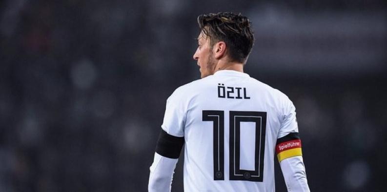Mevlüt Çavuşoğlu, Mesut Özil ile görüştü