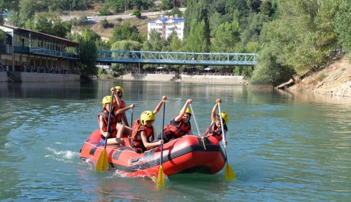 Minik raftingcilerin hedefi milli sporcu olmak