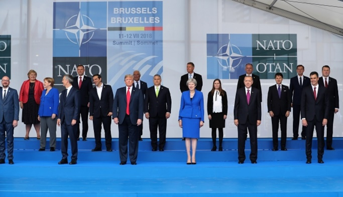 NATO zirvesinden ilginç kareler