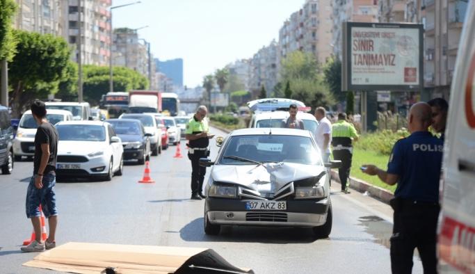 Antalya'da otomobilin çarptığı kadın öldü