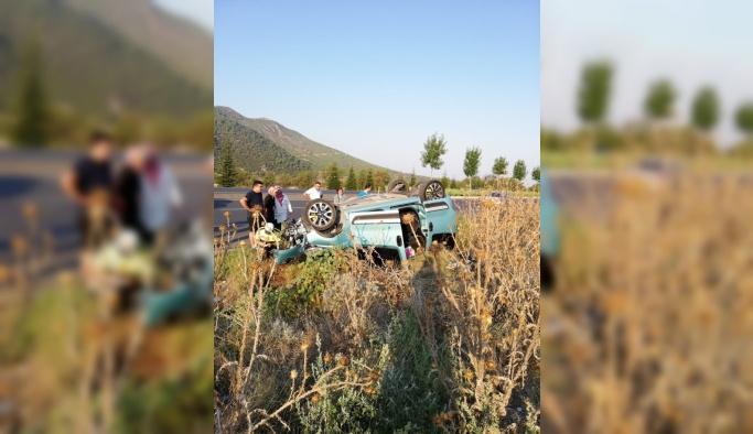 Denizli'de hafif ticari araç devrildi: 4 yaralı