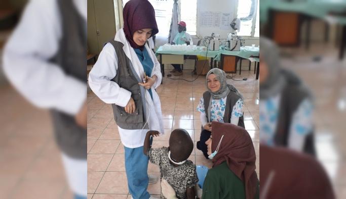 Diş hekimi adayları Kenya'da 2 bin hastayı muayene etti