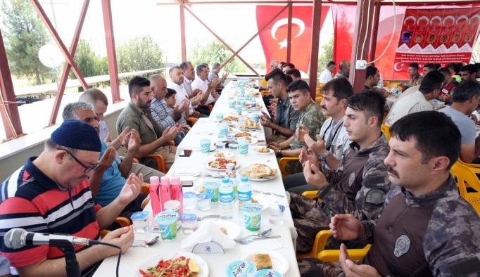 Diyarbakır'da bombalı saldırıda şehit düşenler anıldı