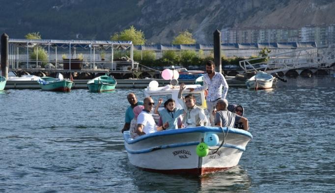 """Eğirdir Gölü'nde """"tekneli sünnet konvoyu"""""""